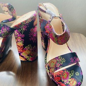 Brand NEW Qupid Floral Pattern Heels - Size 9